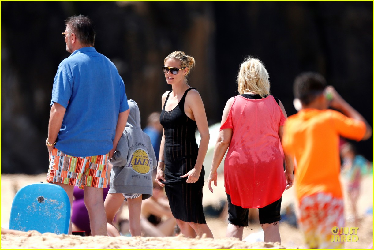 heidi klum martin kirsten beach picnic with the kids 25