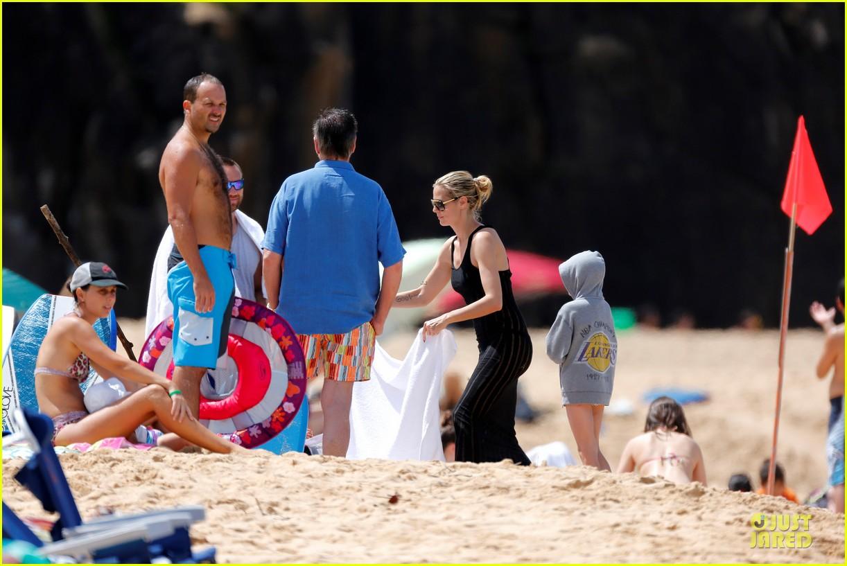 heidi klum martin kirsten beach picnic with the kids 27