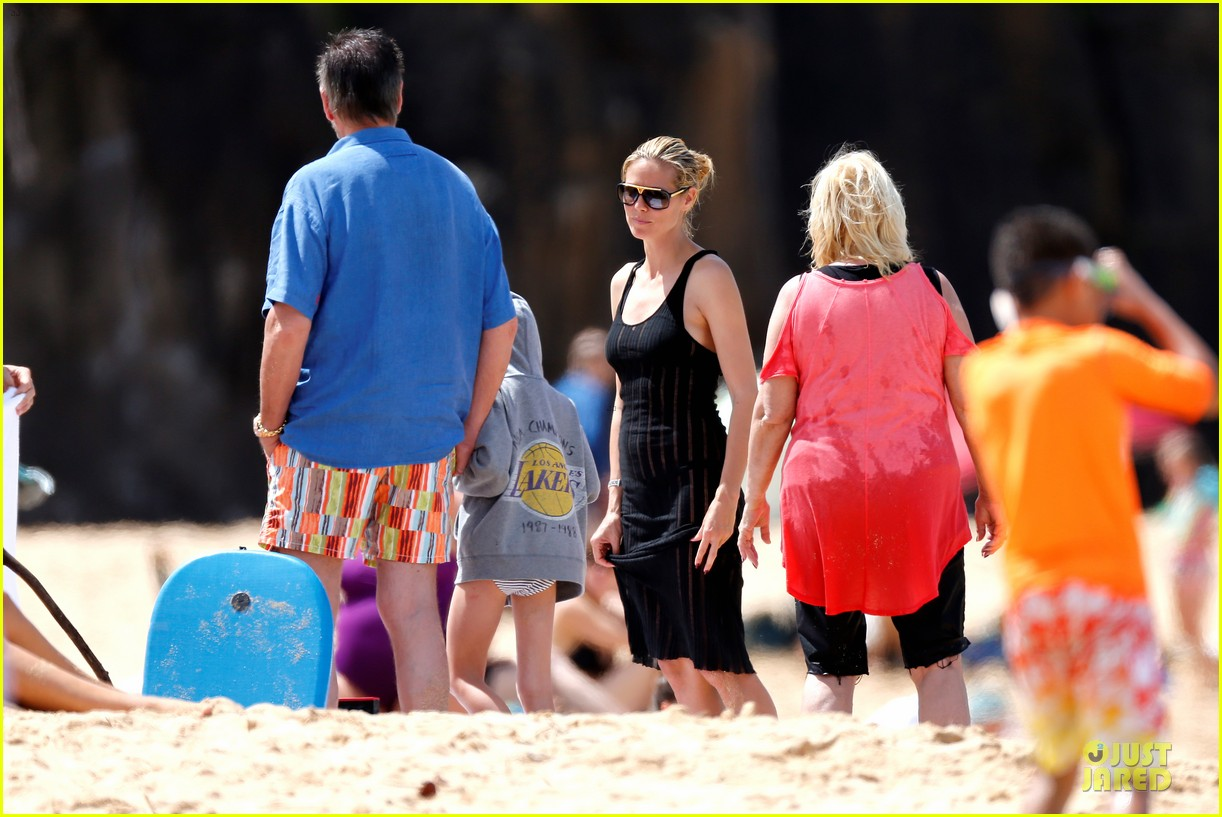 heidi klum martin kirsten beach picnic with the kids 33