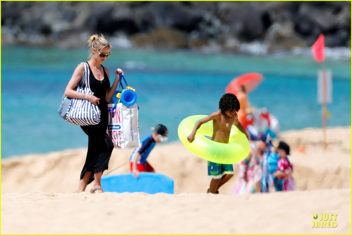 heidi klum martin kirsten beach picnic with the kids 372840343