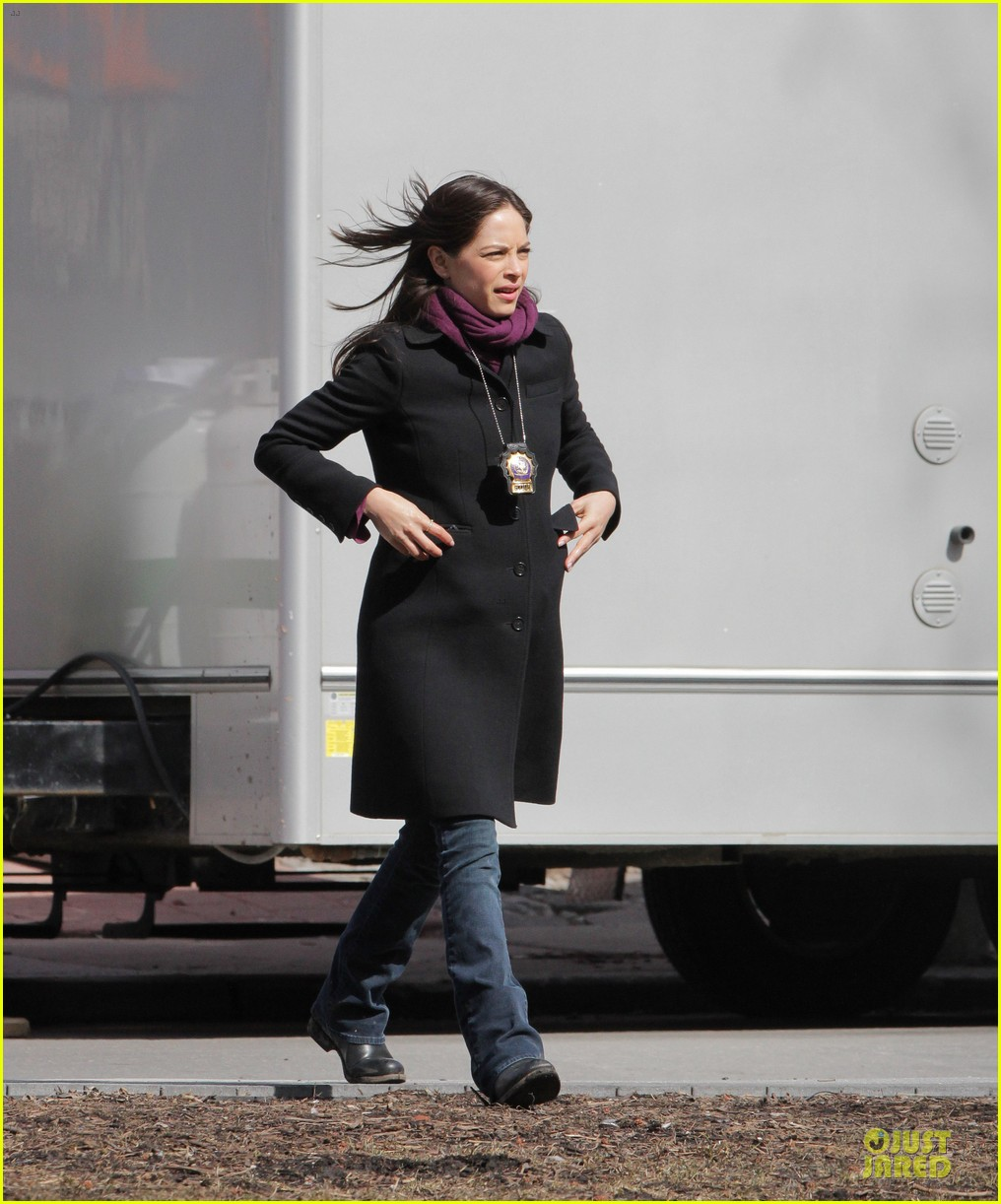 kristin kreuk gun carrying beauty and the beast scene 09