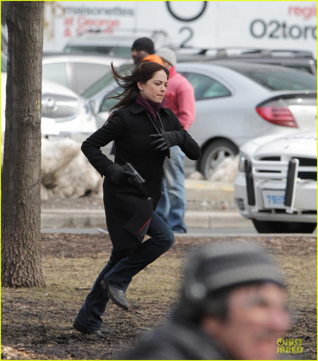 kristin kreuk gun carrying beauty and the beast scene 13