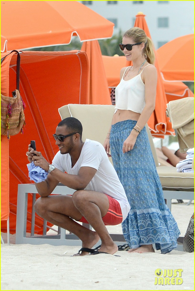 doutzen kroes sunnery james beach day with phyllon 08