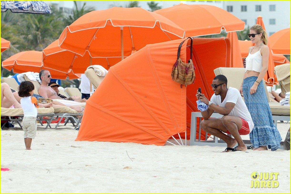 doutzen kroes sunnery james beach day with phyllon 09
