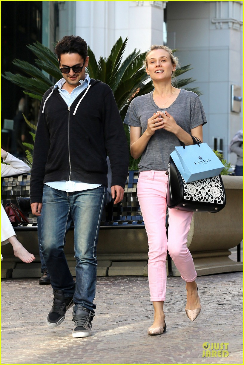 diane kruger pink shopping day 032829614