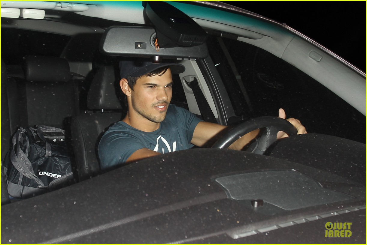 taylor lautner ashley benson fogo de chao friday dinner 02