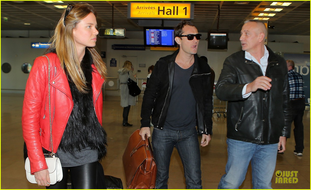 jude law au revoir to france with a mystery woman 112824992