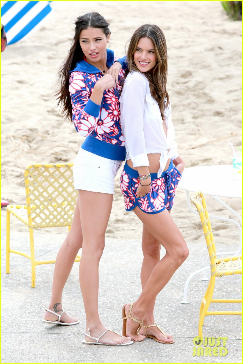 adriana lima alessandra ambrosio vs beach shoot 012826997