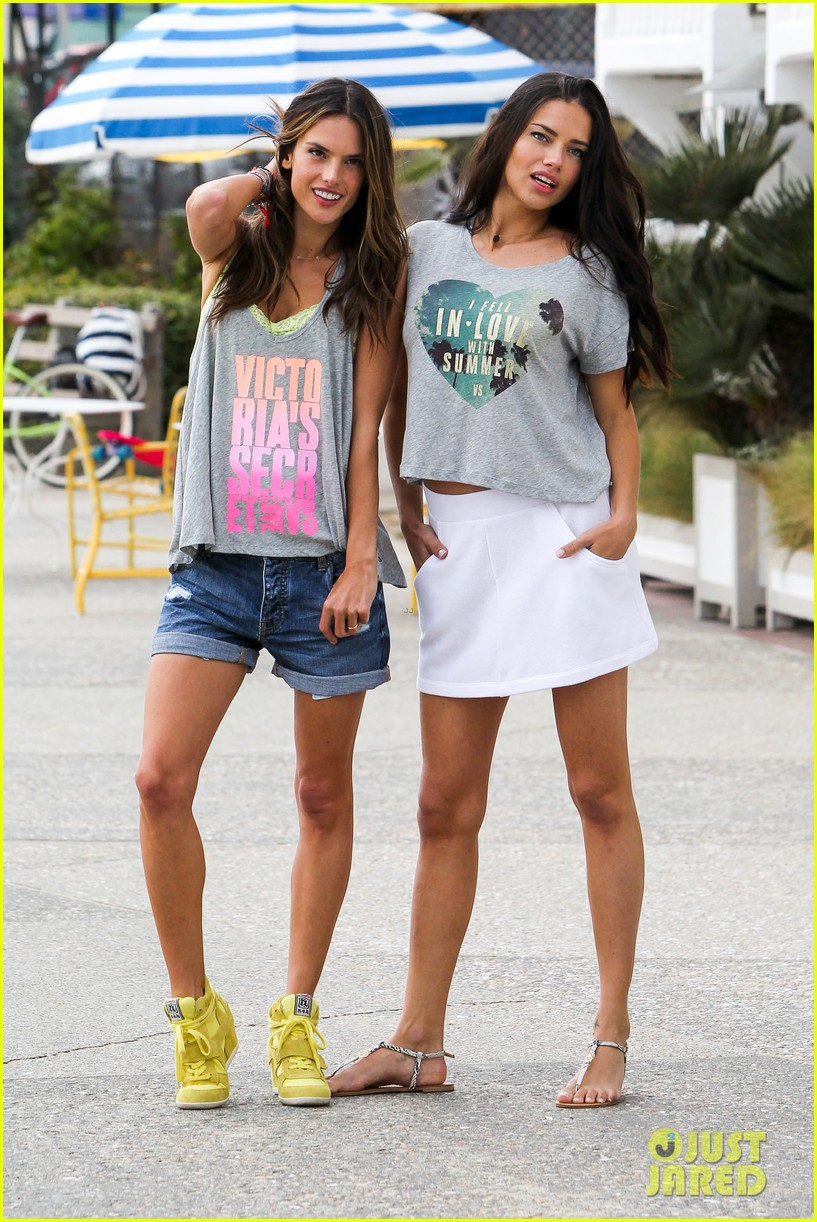 adriana lima alessandra ambrosio vs beach shoot 242827020