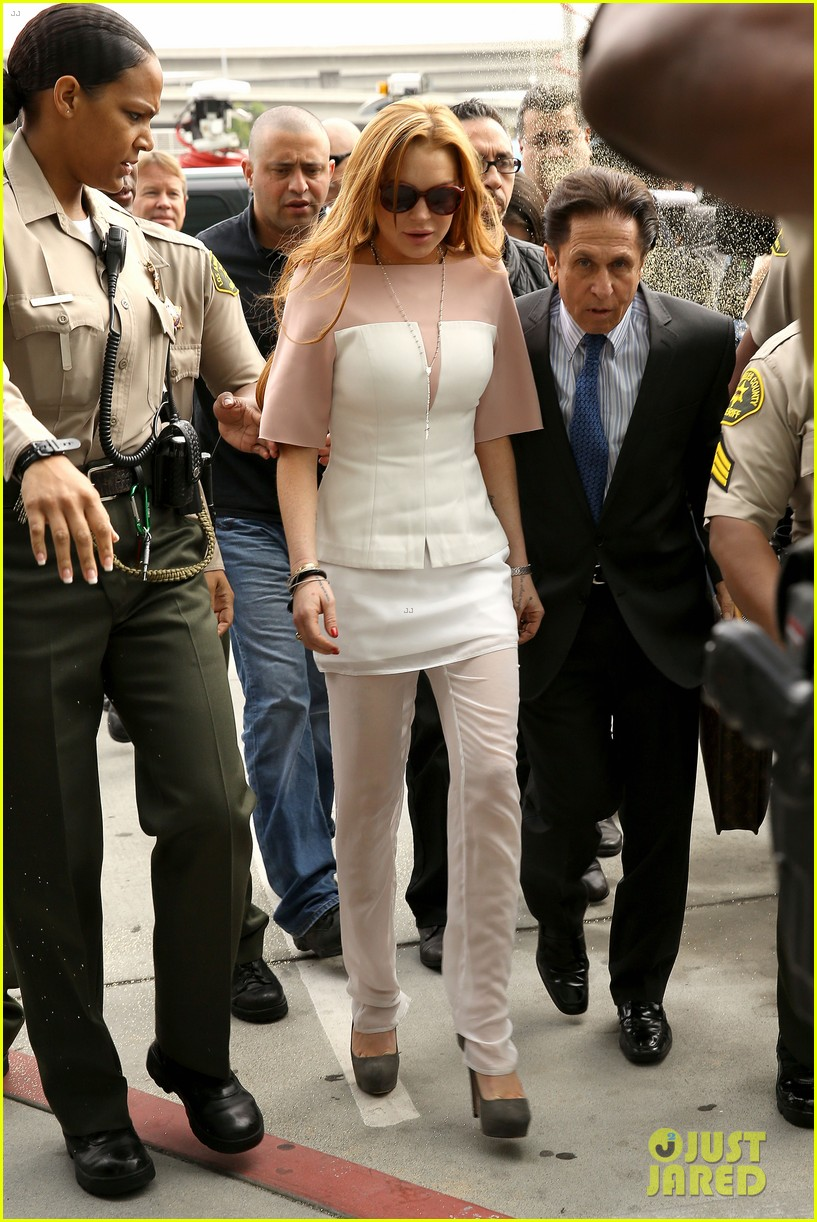 lindsay lohan arrives 48 minutes late for court appearance 06
