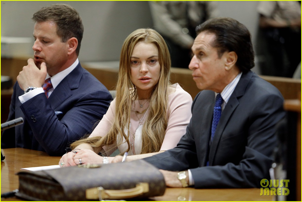 lindsay lohan takes plea deal rehab for 90 days no jail 032832906