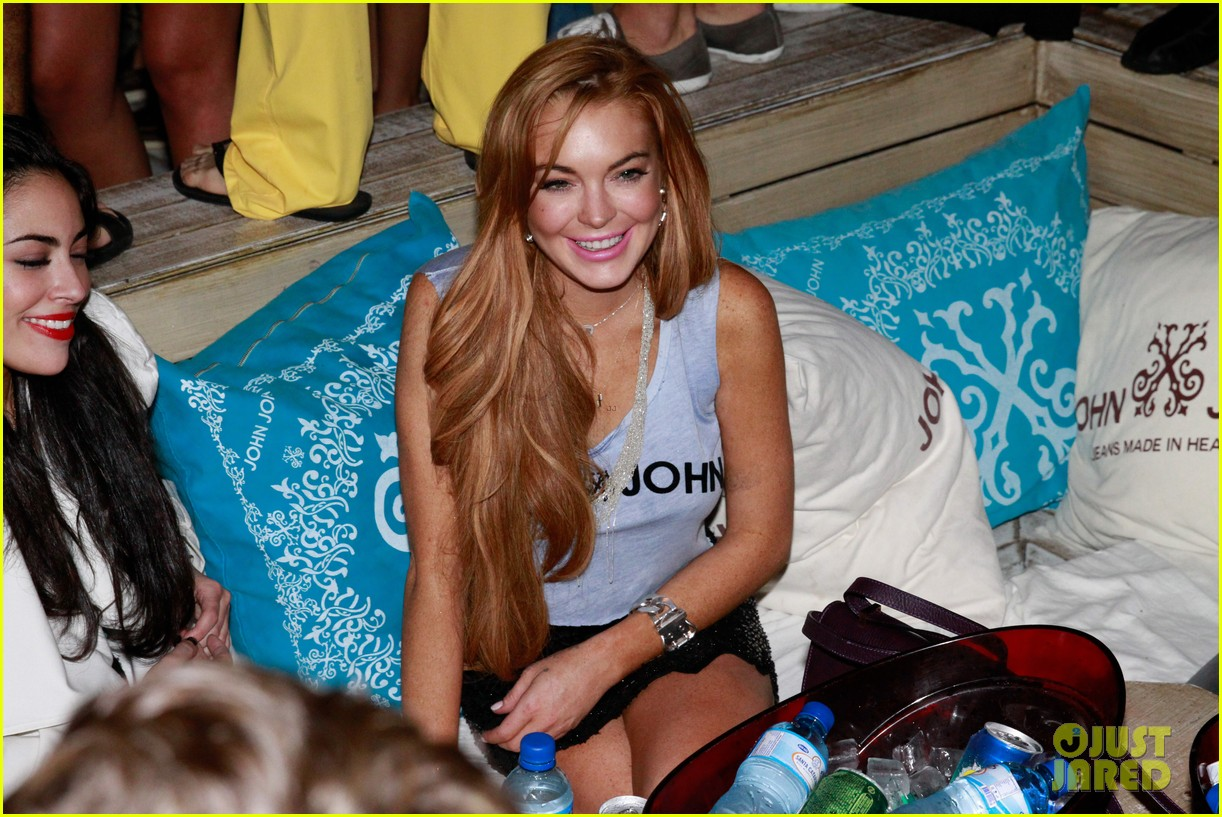 lindsay lohan helicopter ride dj night in brazil 092840815