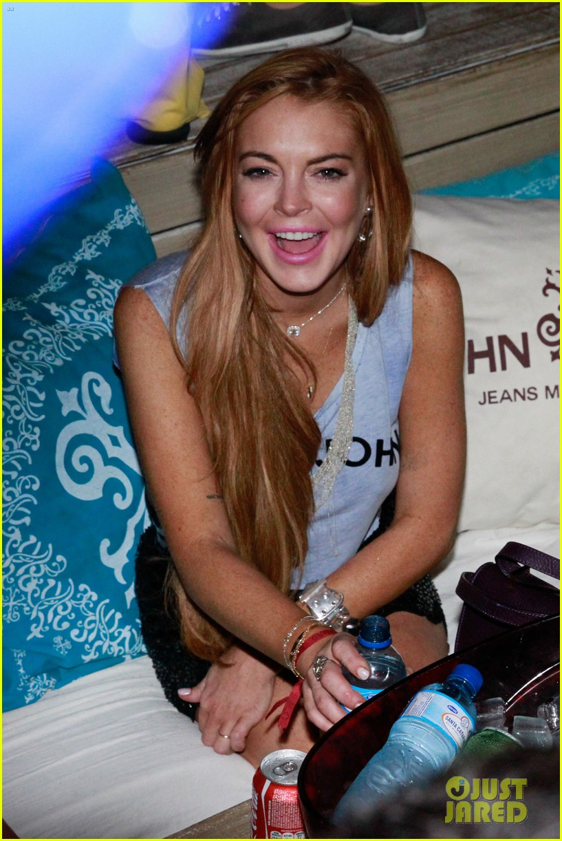 lindsay lohan helicopter ride dj night in brazil 112840817