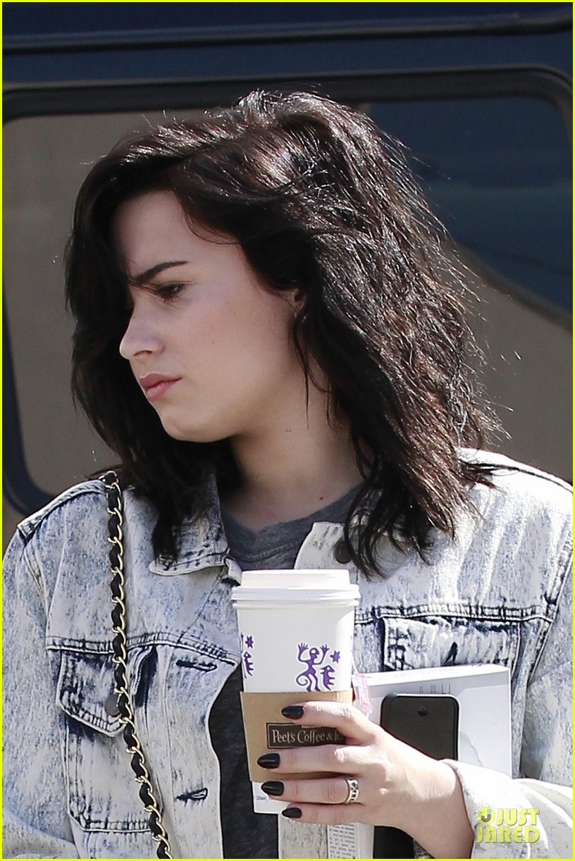 demi lovato short hair raising coffee stop 02