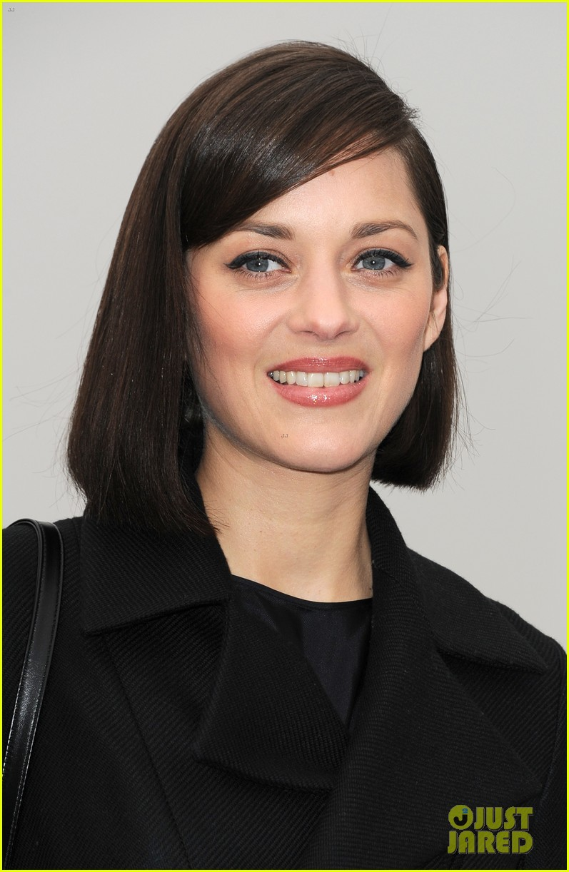 marion cotillard dior paris fashion show 02
