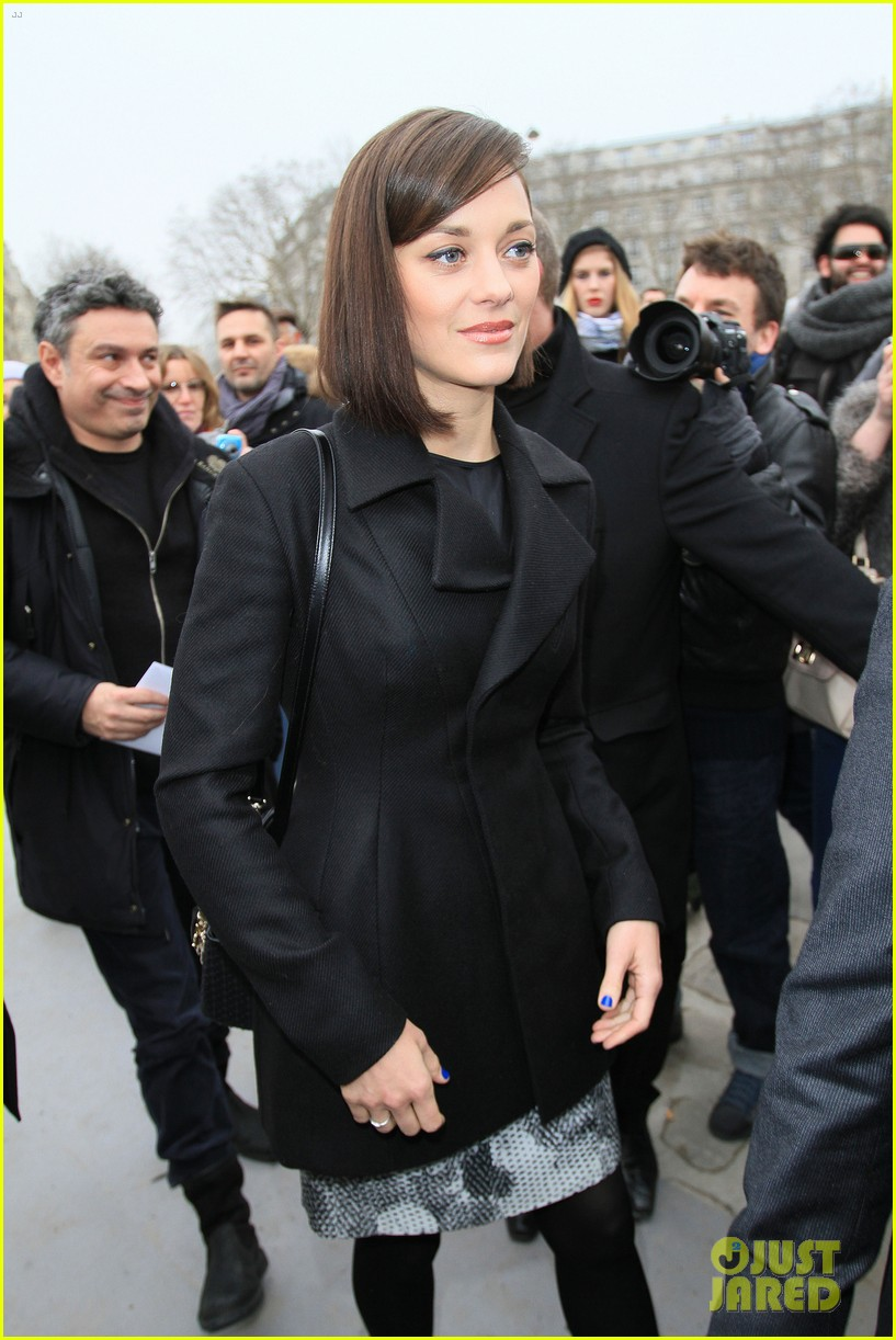 marion cotillard dior paris fashion show 18