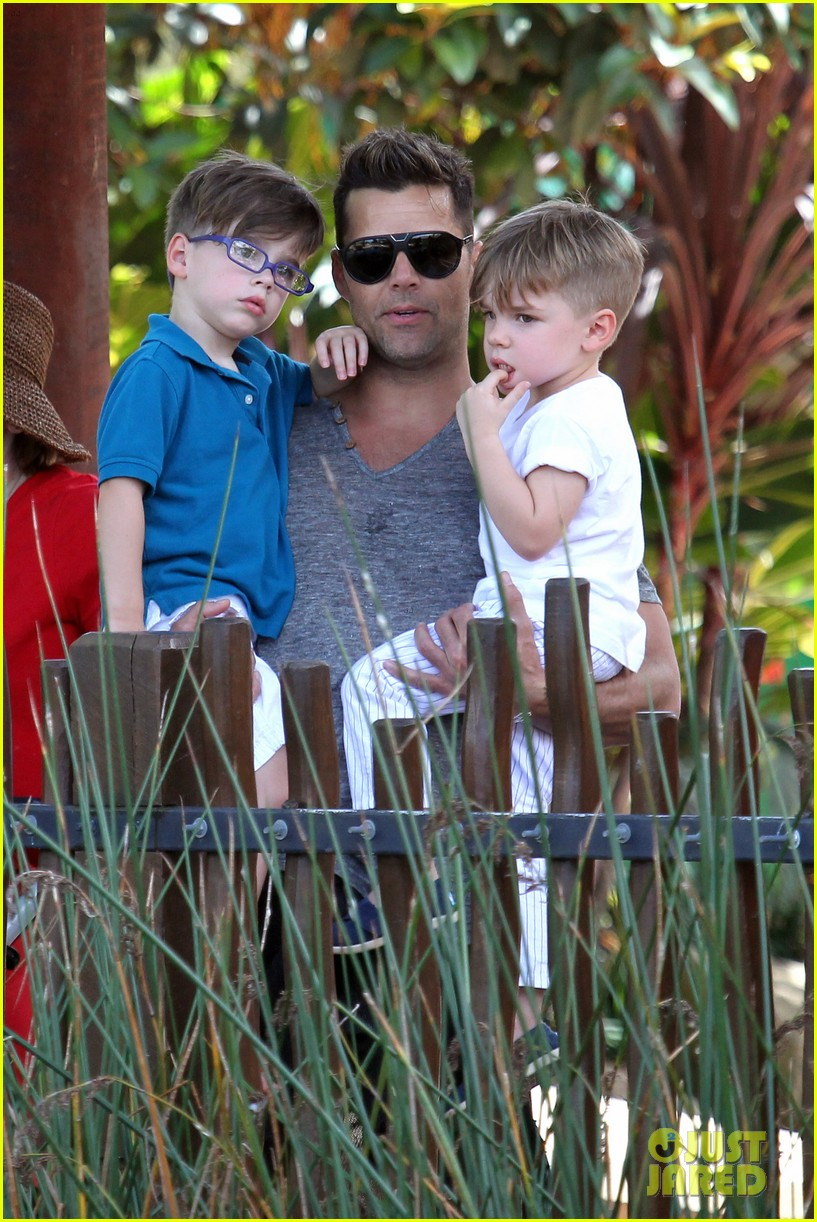 ricky martin taronga zoo with matteo and valentino 042826321