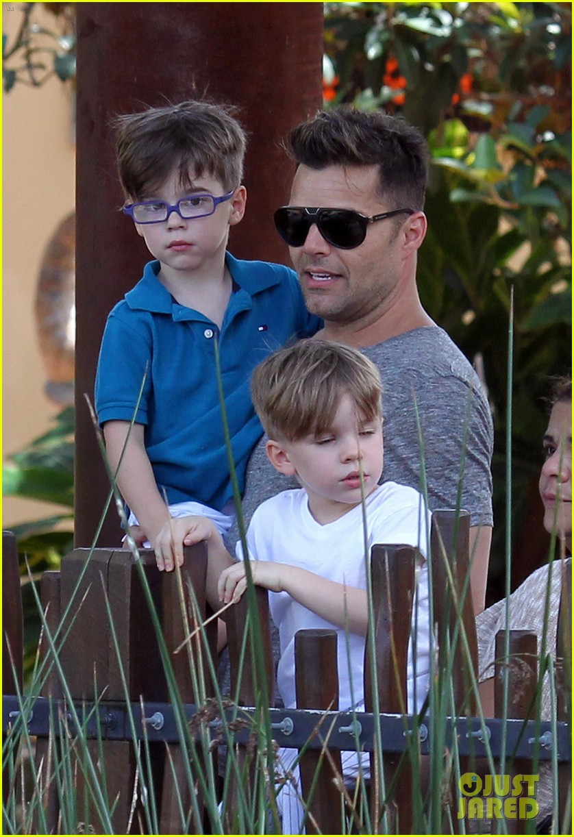 ricky martin taronga zoo with matteo and valentino 18