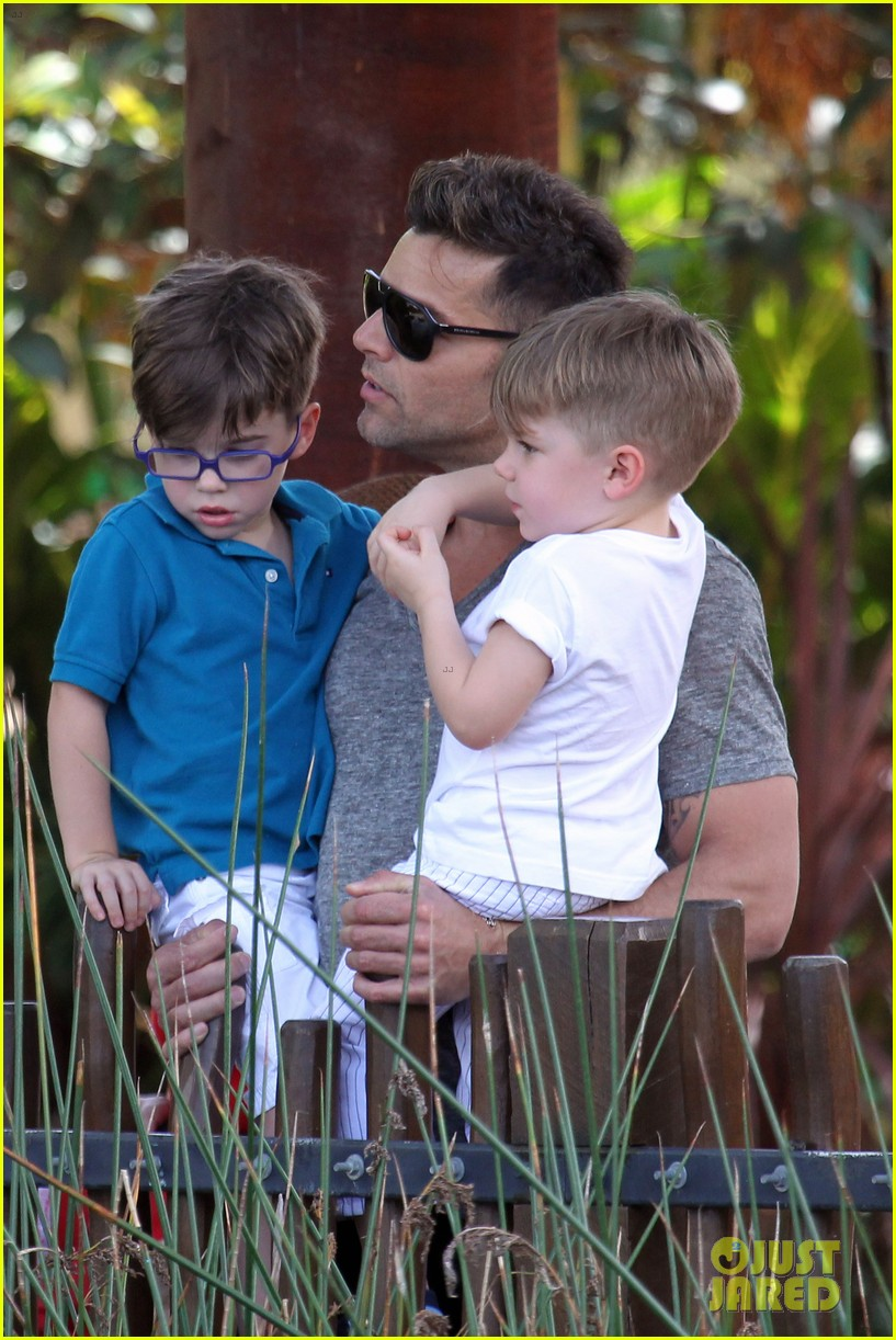 ricky martin taronga zoo with matteo and valentino 21