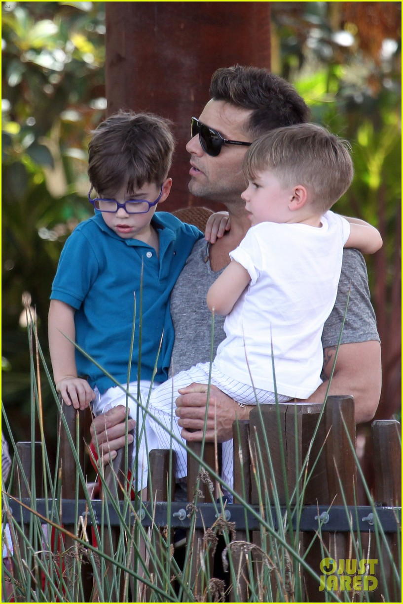 ricky martin taronga zoo with matteo and valentino 22