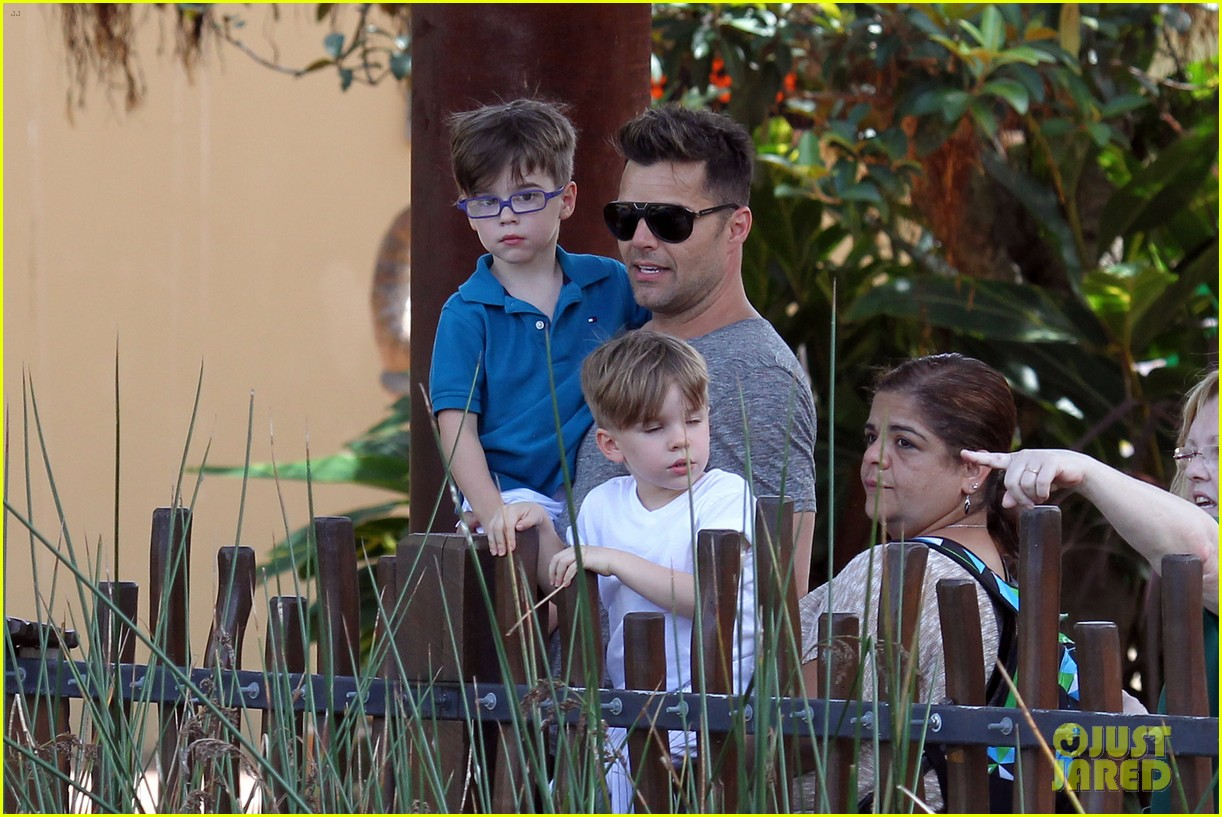ricky martin taronga zoo with matteo and valentino 25