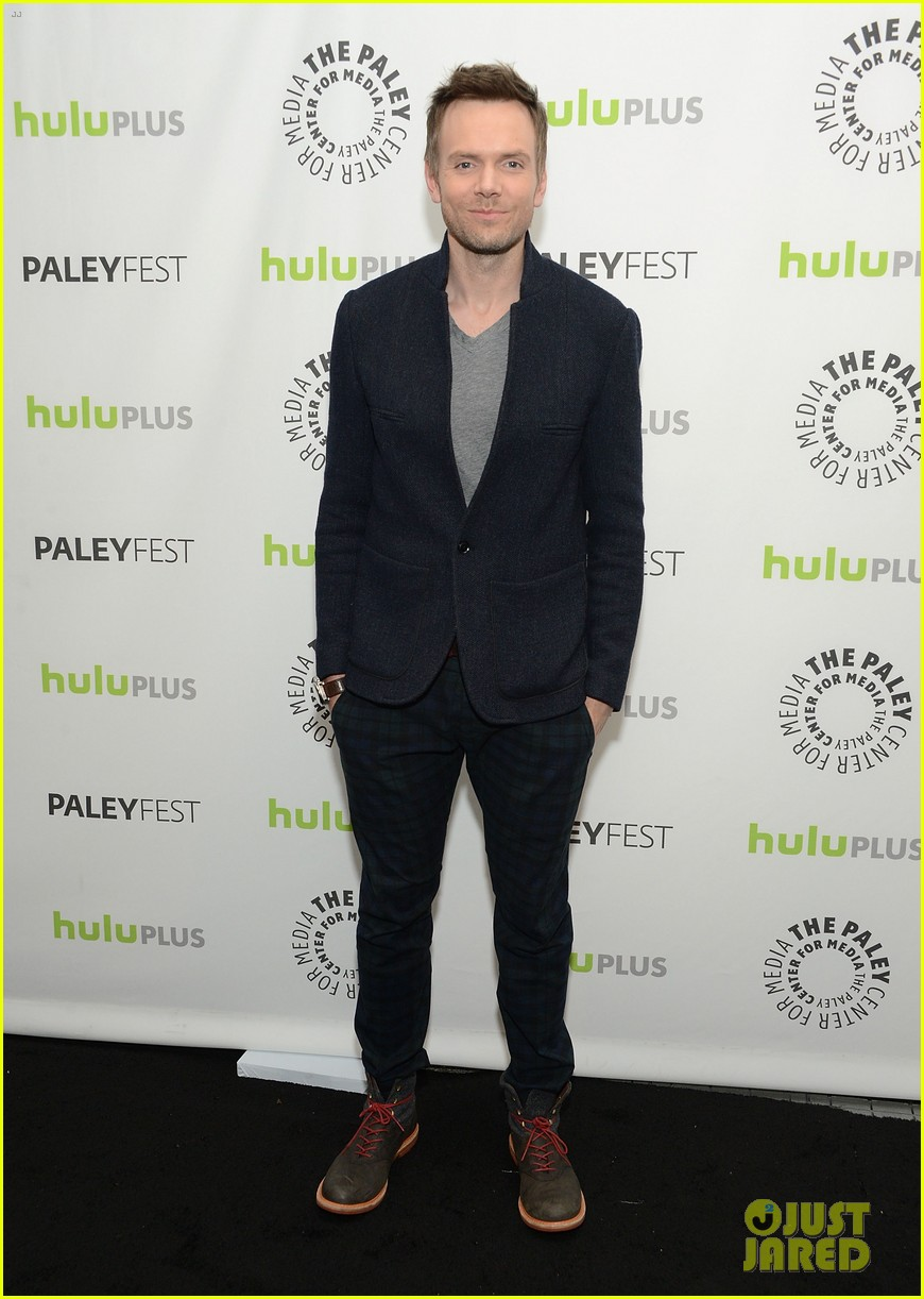 joel mchale alison brie paleyfest with community cast 06