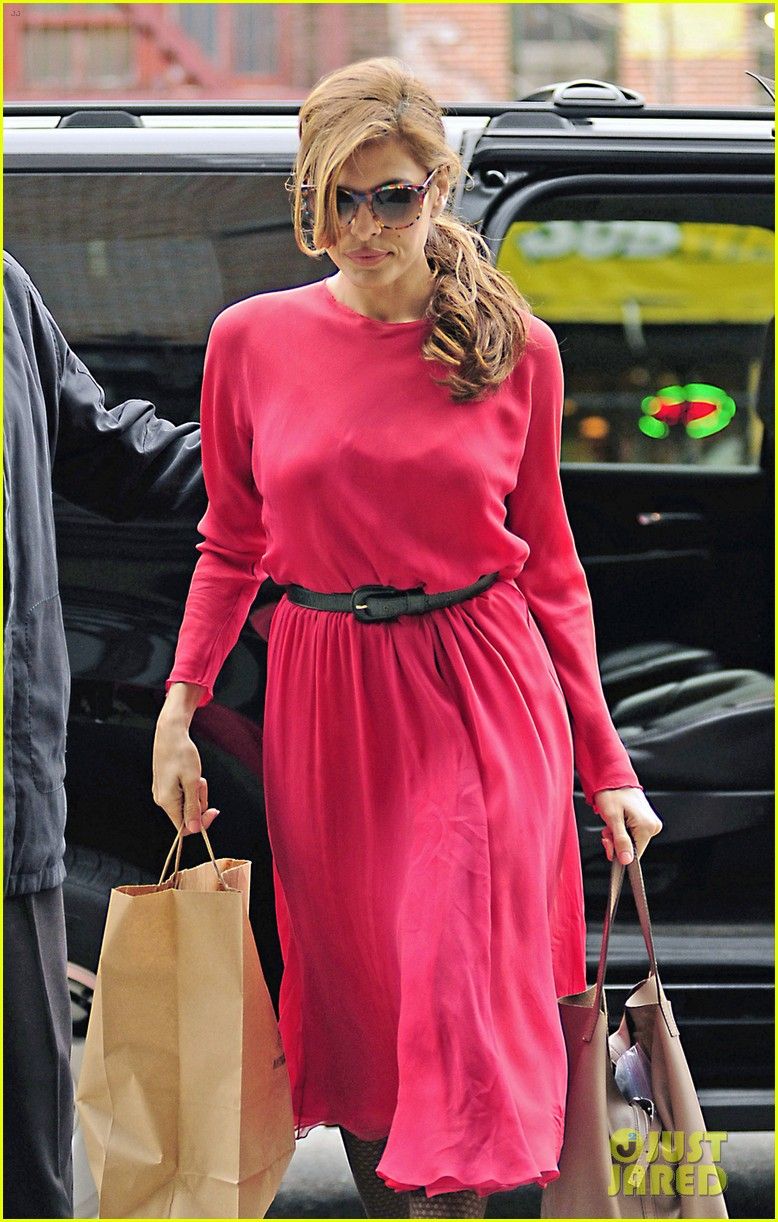 eva mendes lady in pink 022829280