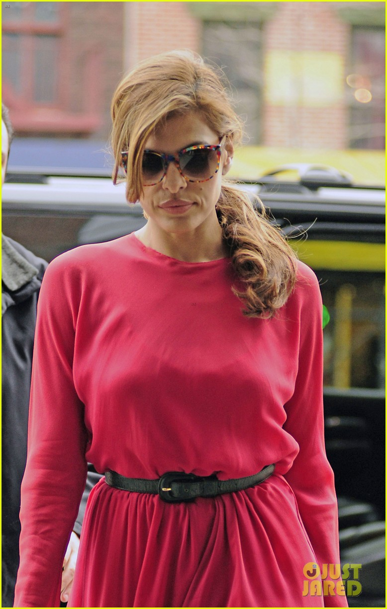 eva mendes lady in pink 05