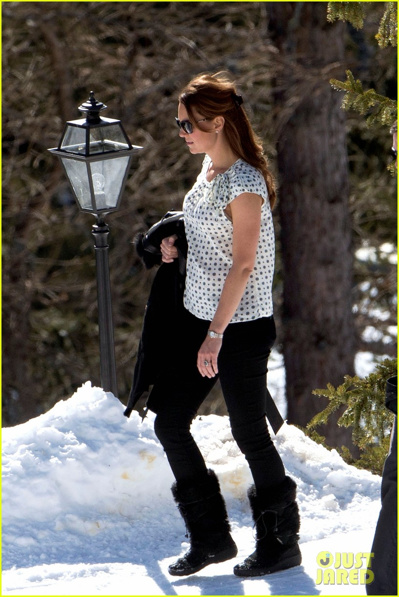 kate middleton pregnant baby bump in the swiss alps 042824823