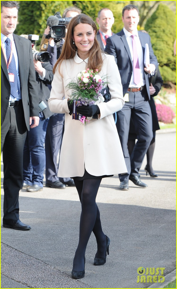 kate middleton pregnant child bereavment center visit with prince william 062833520