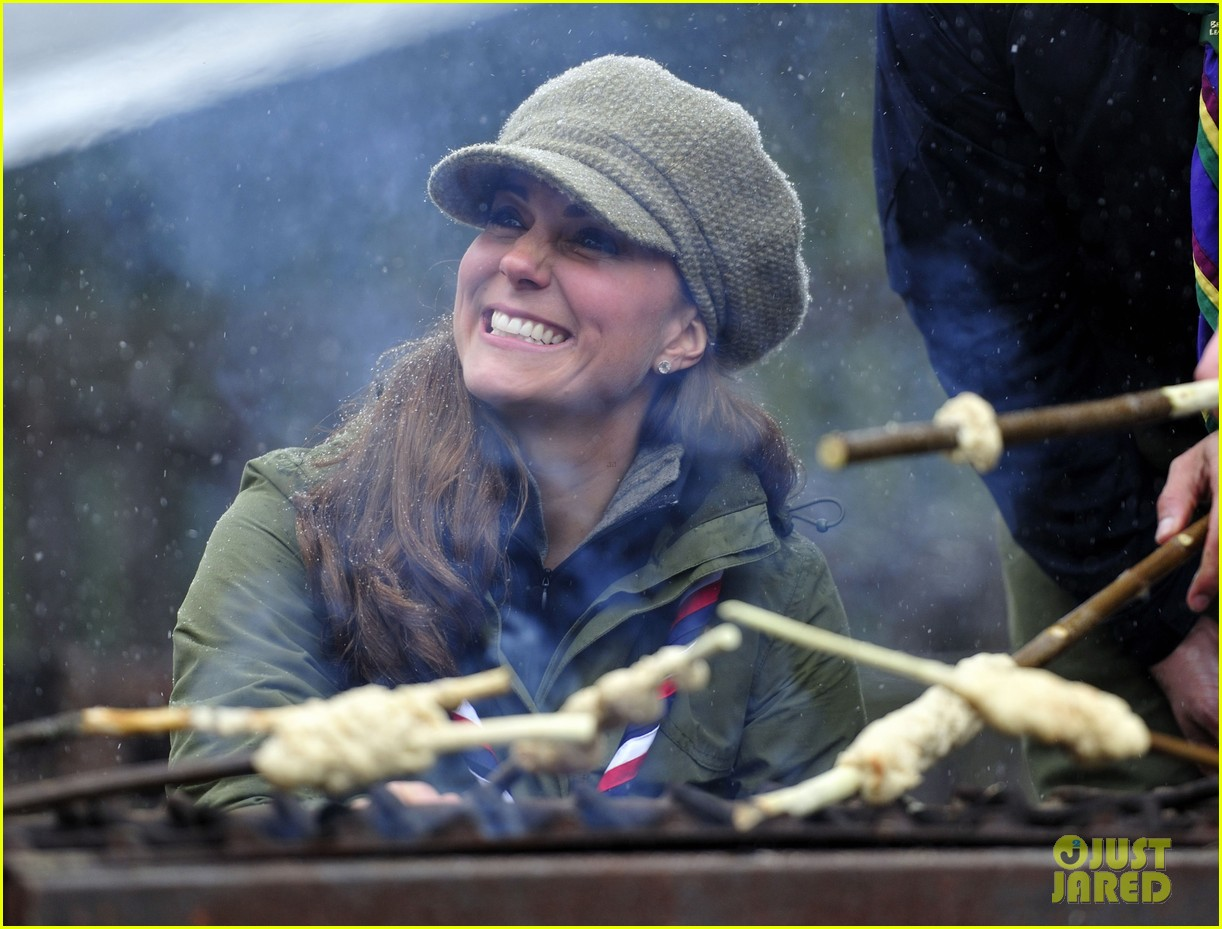 kate middleton pregnant great tower scout camp visit 02