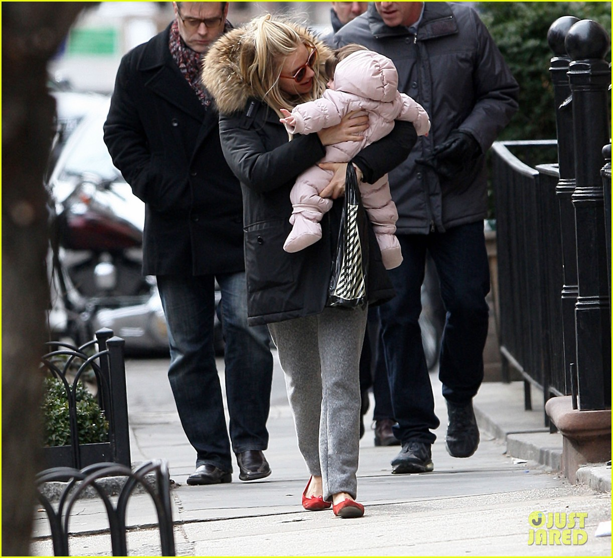 sienna miller tom sturridge sunday family day with marlow 10