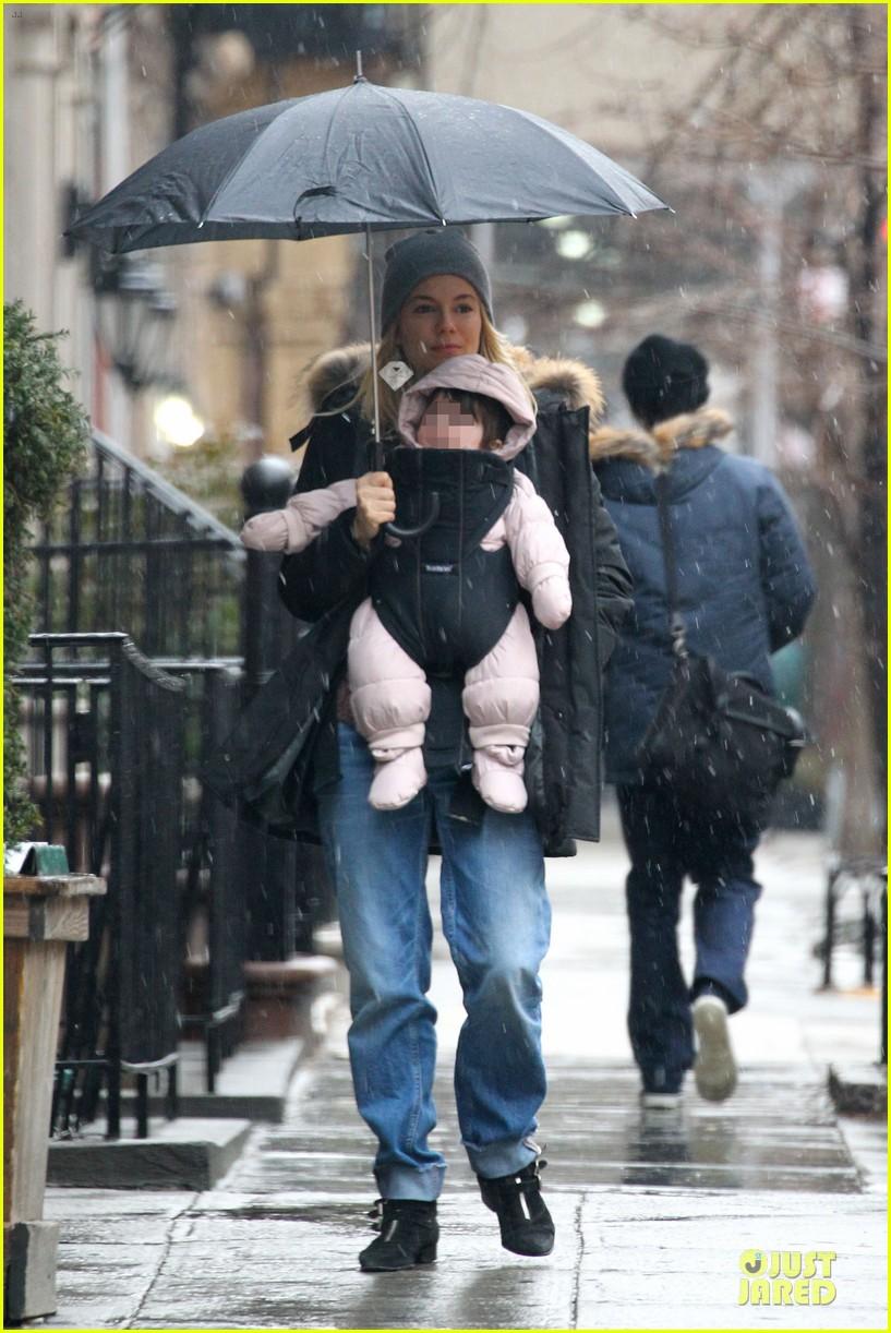 sienna miller tom sturridge snowy stroll with marlowe 03