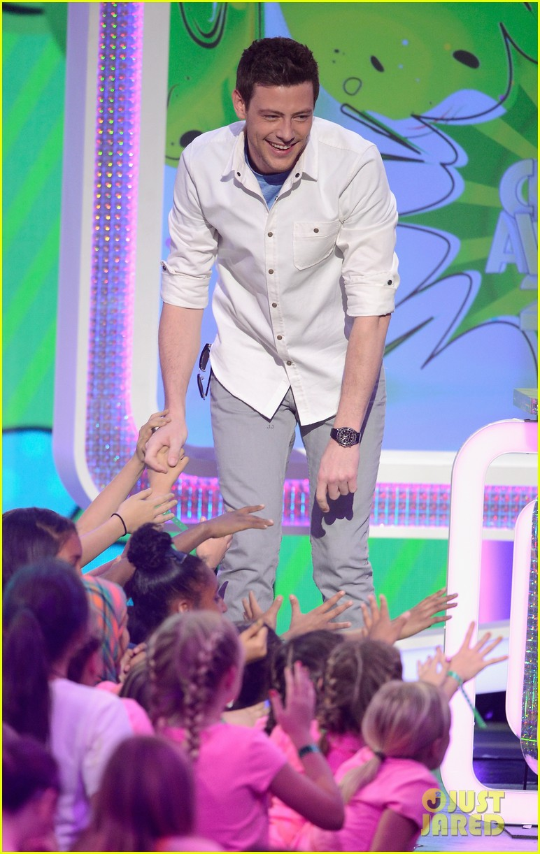 cory monteith gabby douglas kids choice awards 2013 122836655