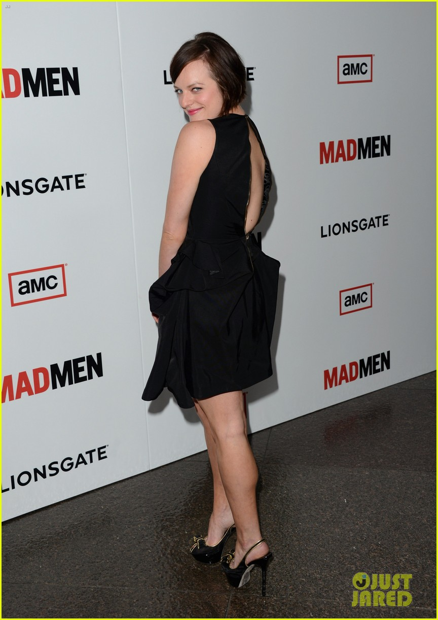 elisabeth moss christina hendricks mad men premiere 07