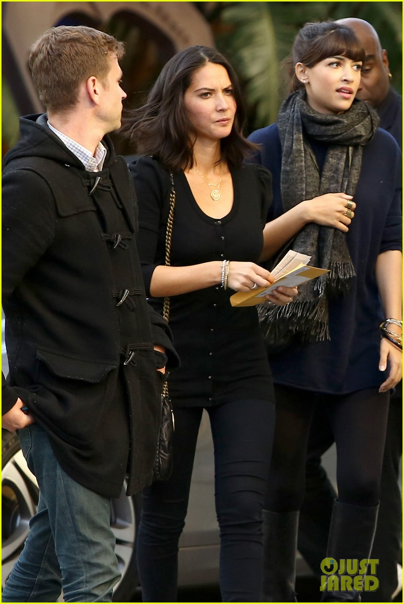olivia munn joel kinnaman lakers lovebirds 042832665