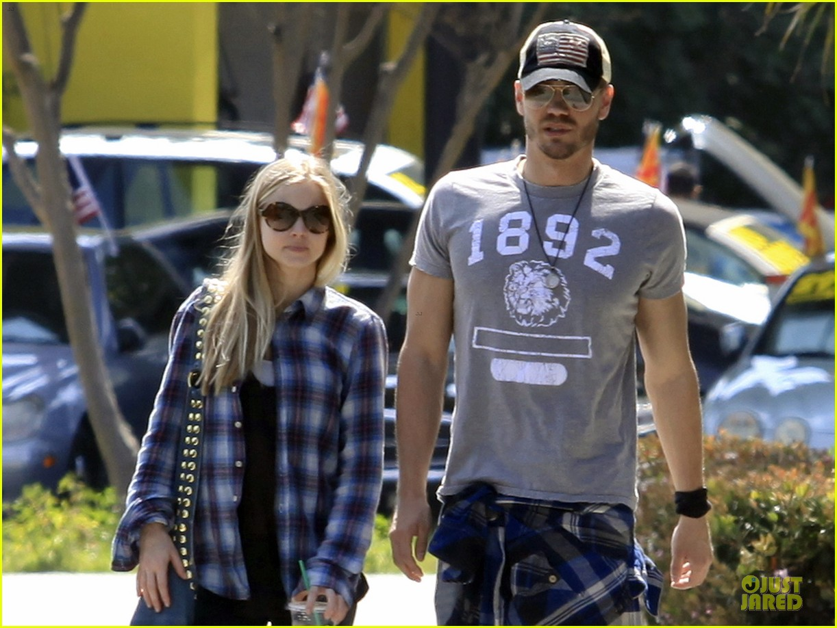 chad michael murray kenzie dalton plaid matching couple 022836298