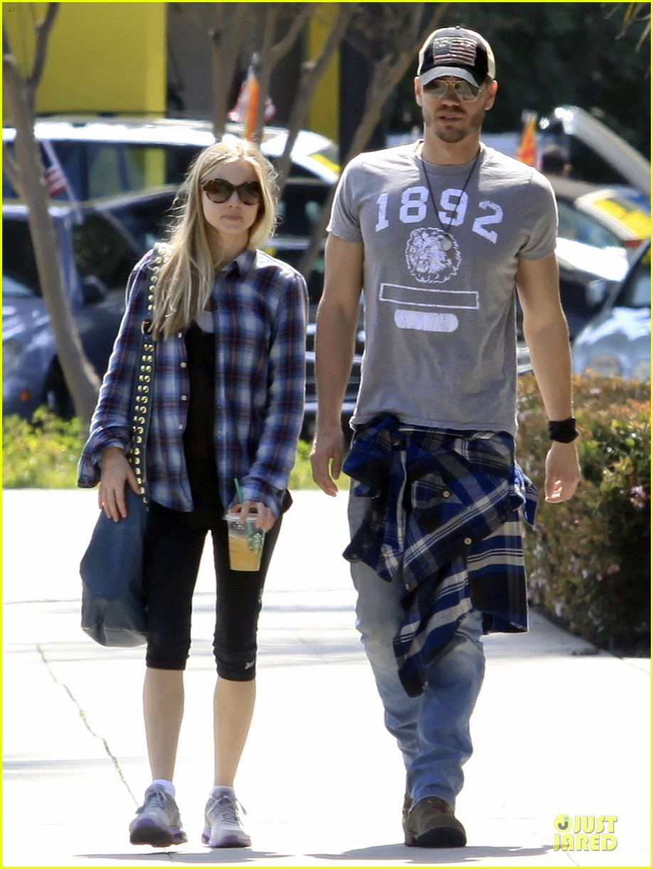 chad michael murray kenzie dalton plaid matching couple 06