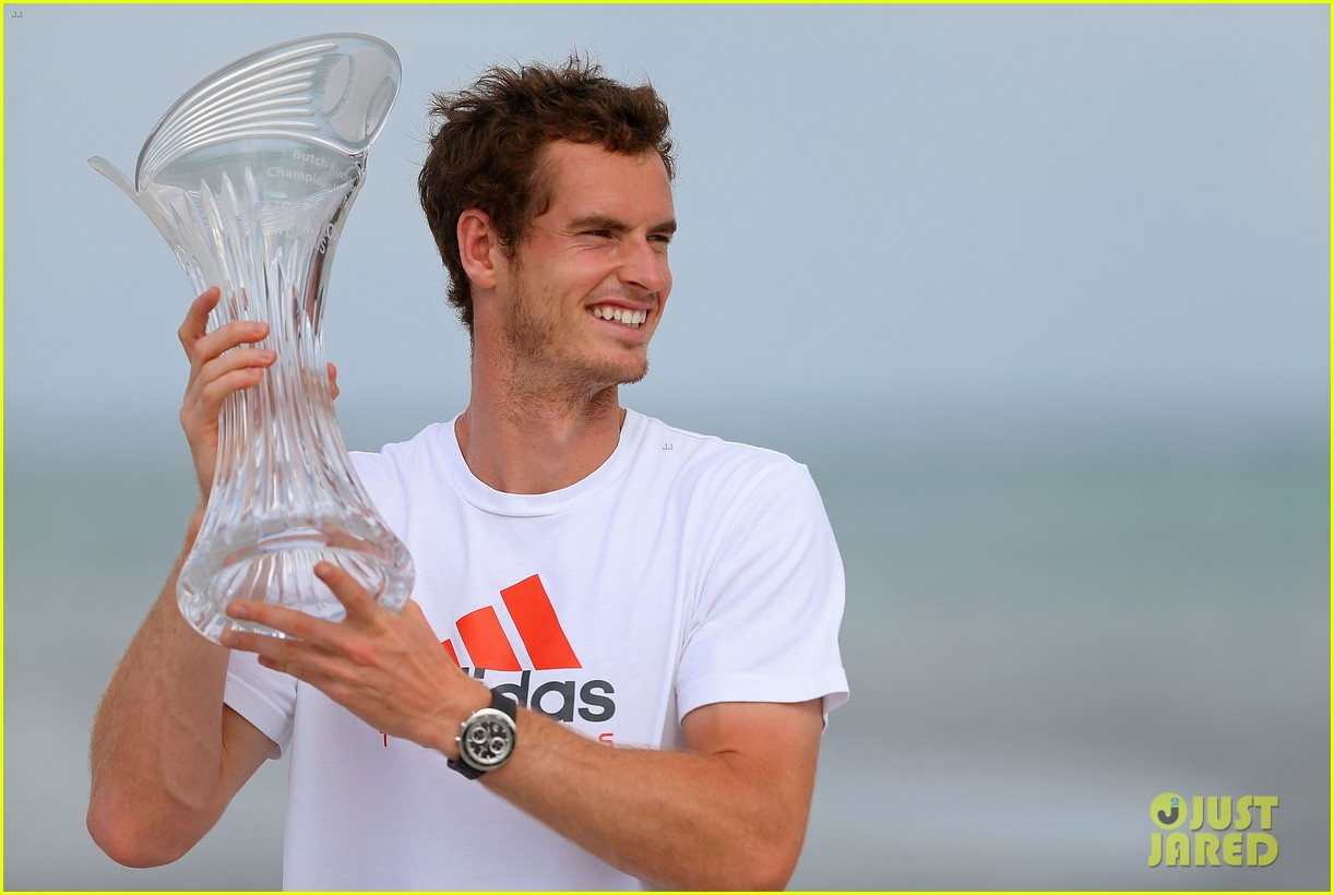 andy murray shirtless victory swim after sony open win 16