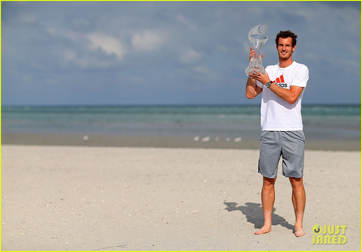 andy murray shirtless victory swim after sony open win 192841169