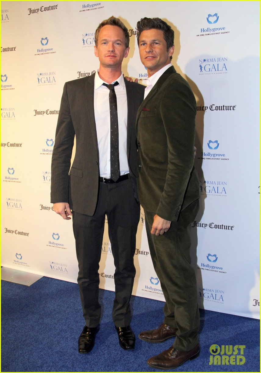 neil patrick harris busy philipps norma jean gala 05