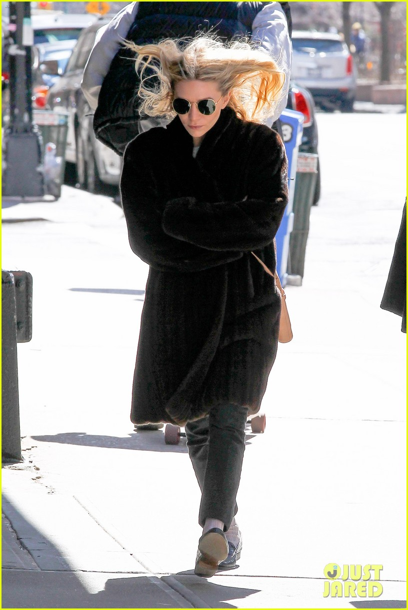 ashley olsen windy nyc errands 07