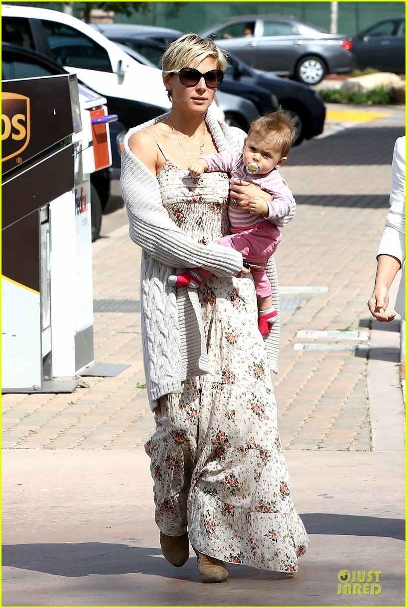 elsa pataky india taverna tony with mom cristina 16