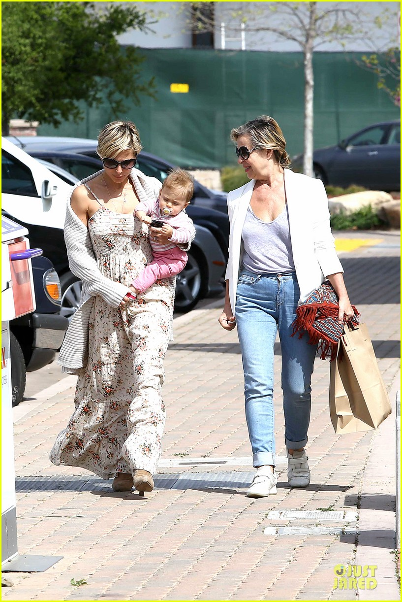 elsa pataky india taverna tony with mom cristina 23