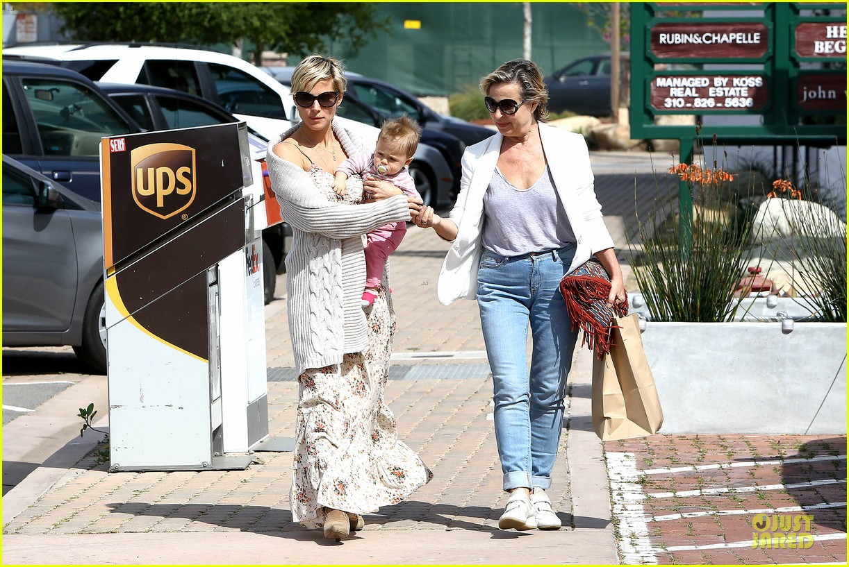 elsa pataky india taverna tony with mom cristina 262840579