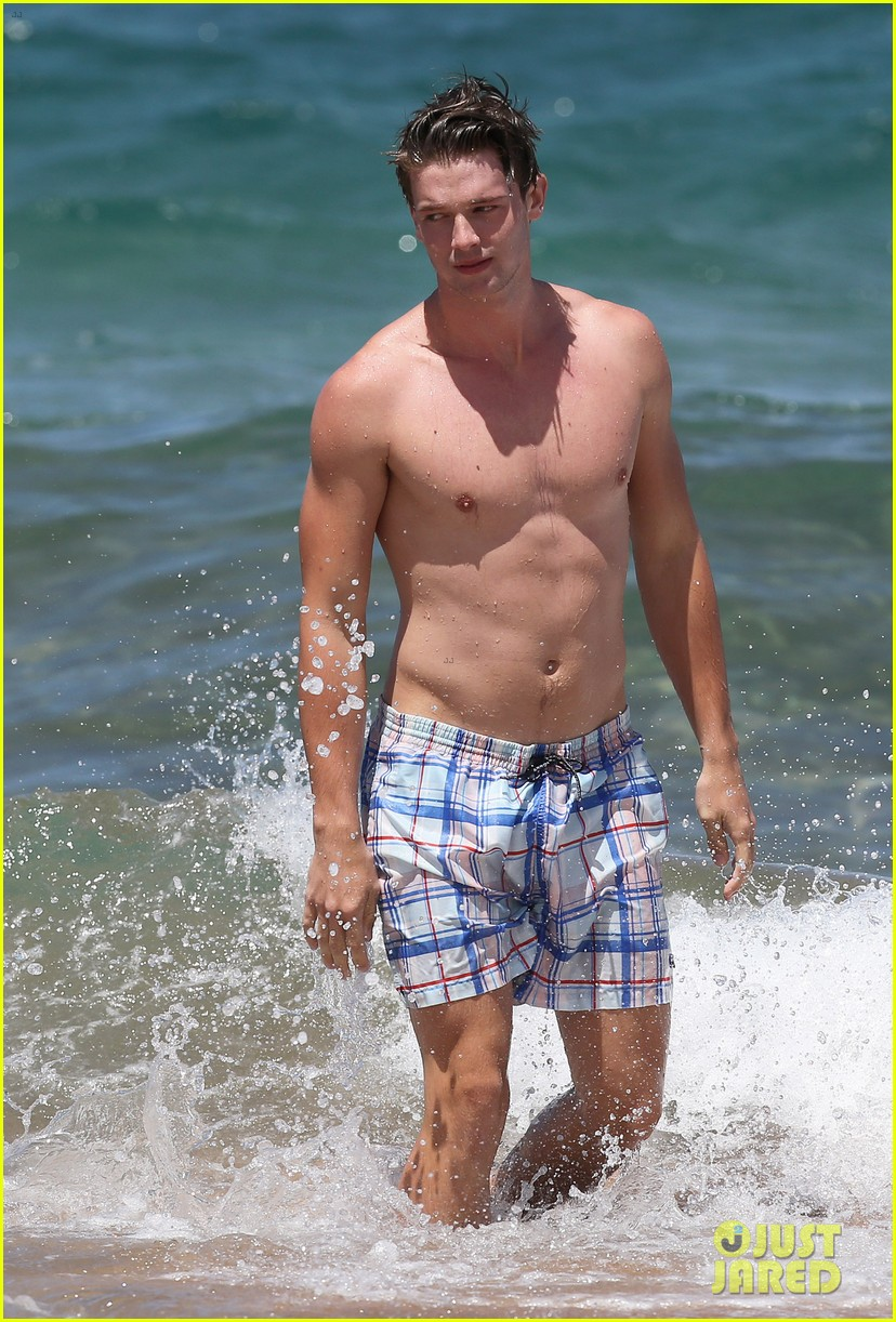 shirtless patrick schwarzenegger kissing taylor burns 03