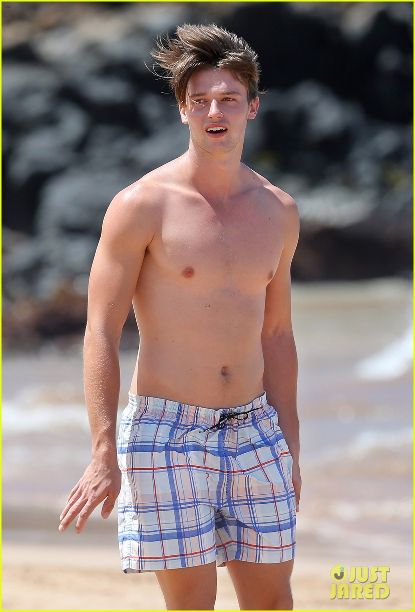 shirtless patrick schwarzenegger kissing taylor burns 092839373