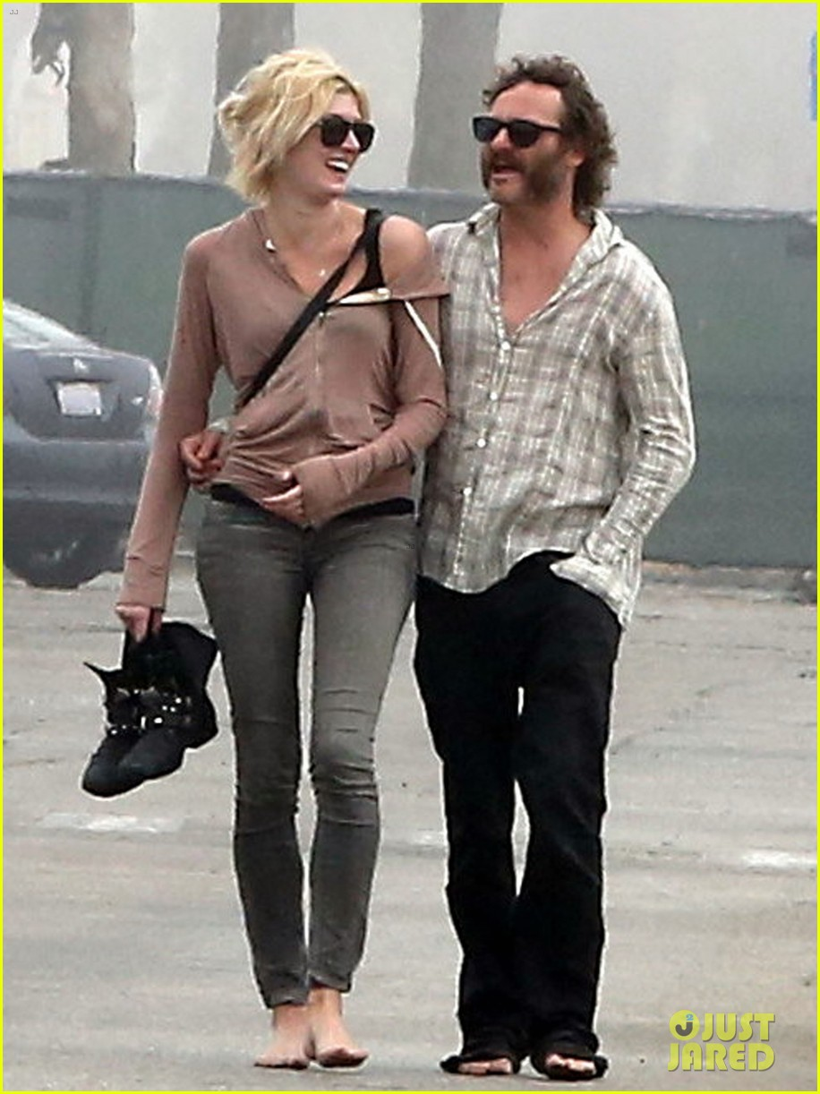 joaquin phoenix barefoot stroll in venice with heather christie 032829802