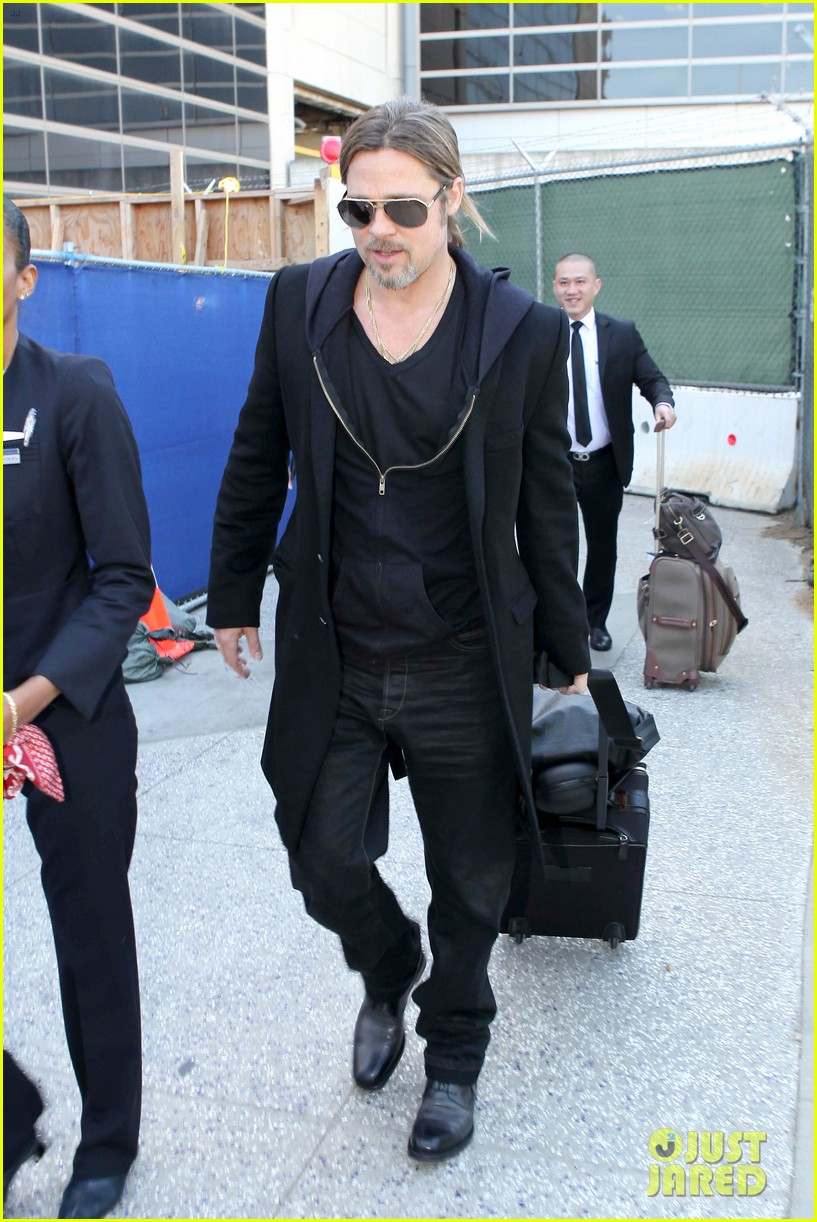 brad pitt lax arrival 06