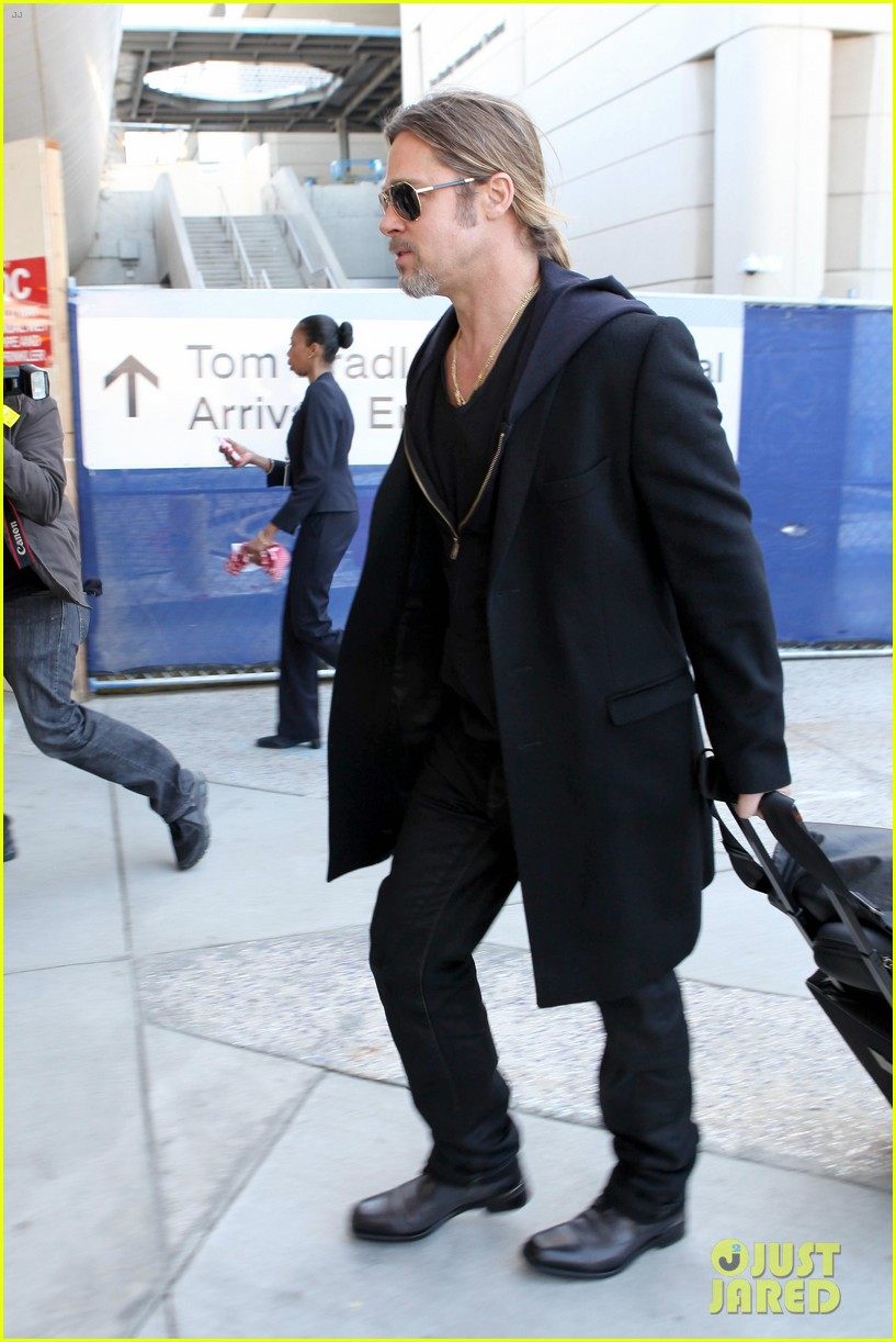 brad pitt lax arrival 12